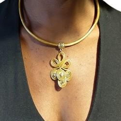 Collier pétale bleu et plume verte