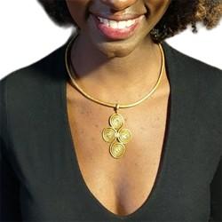 Collier pétale rouge et plume bleu